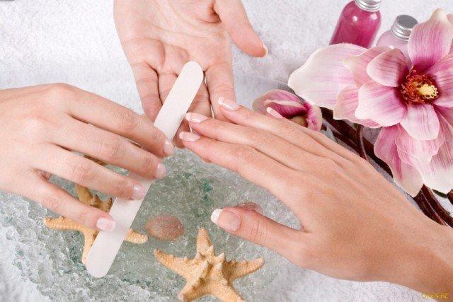 Уход за ногтями маникюр