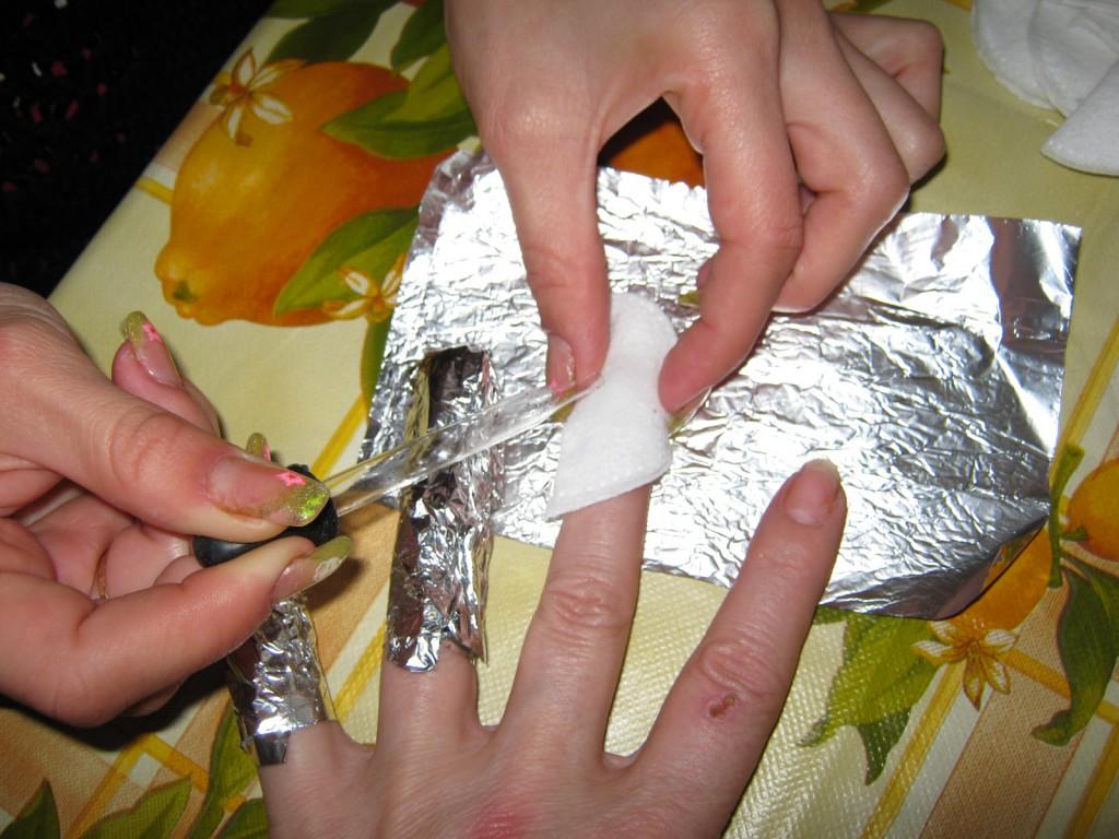 fjerne kunstige negle