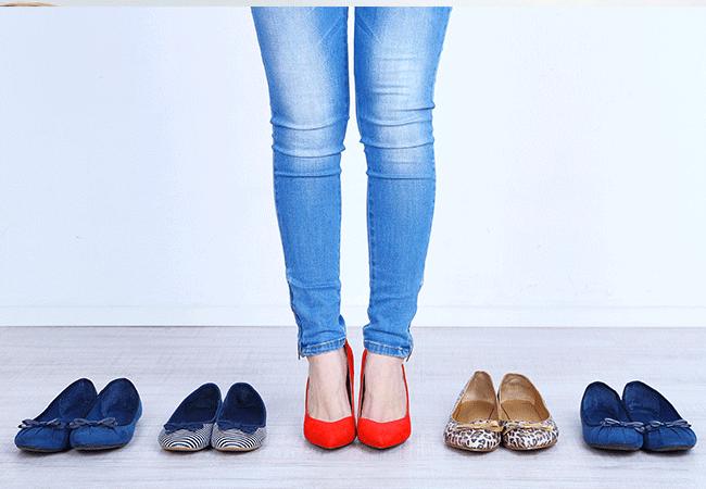 En primavera y verano 2017 los zapatos de las mujeres de moda va a deslumbrar a los colores. Por supuesto, el color blanco y negro clásico no desaparecerá,