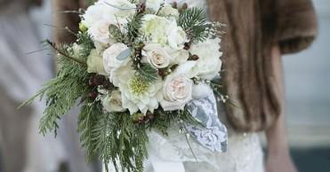 3dd563eef958d2 Весільний букет взимку треба вибирати дужеретельно, адже зимовий період -  це не дуже вдалий час для ніжних і тендітних квітів.