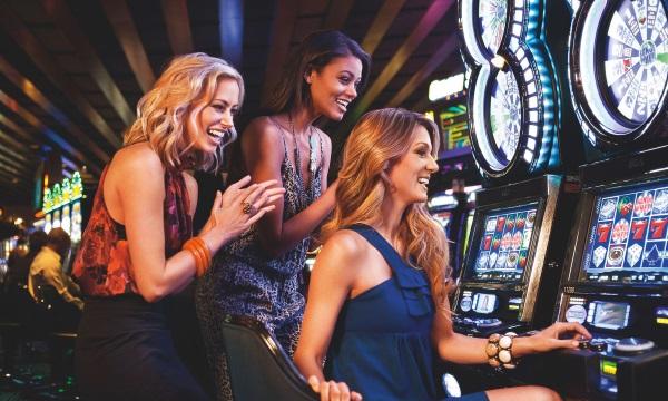 Игровой автомат Book of Ra играть в онлайн казино Spin City